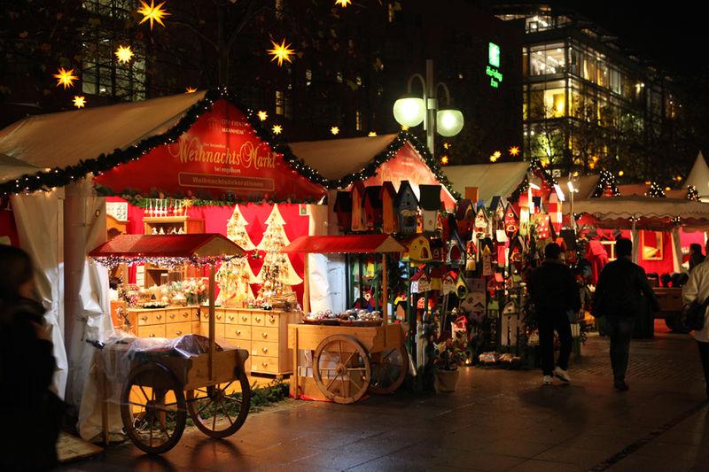 800px-Weihnachtsmarkt_Mannheim
